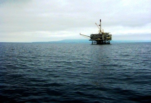 oil rig tanzania-marriane muegenburg cothern flickr