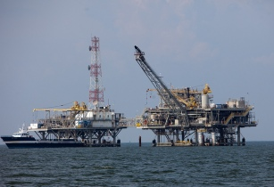 oilrig-kriskrug-flickr